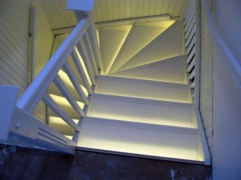 Подсветка лестницы светодиодной лентой своими руками фото 886