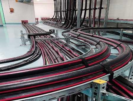 прокладка бронированных кабелей внутри помещений кабельных сооружений