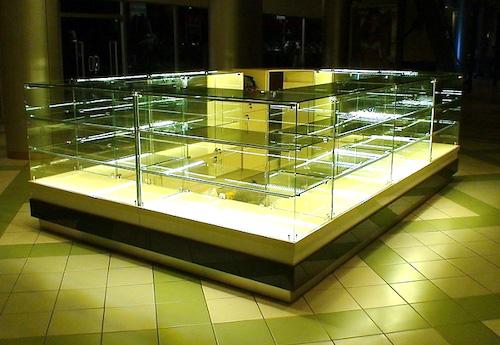 Подсветка витрин и стеллажей в торговых точках