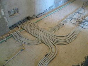 Прокладка кабелей в плинтуса - как укладывать провода в плинтуса после ремонта