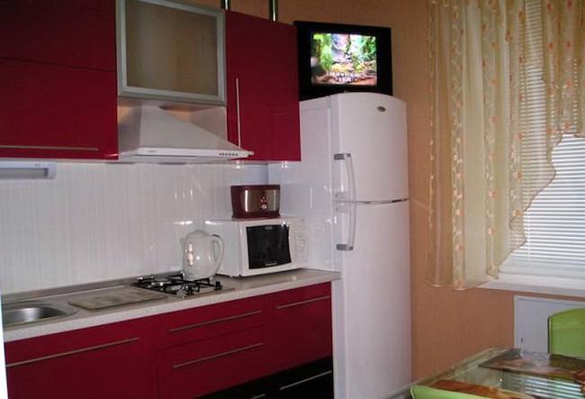 Можно ли ставить телевизор на холодильник - Куда поставить телевизор на кухне